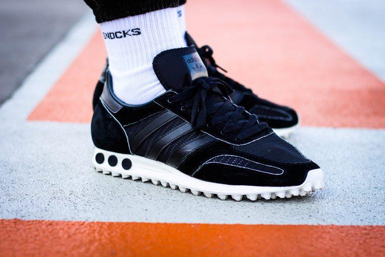 Foto eines schwarzen Adidas L.A Trainer OG Werbefotograf Hildesheim Hannover