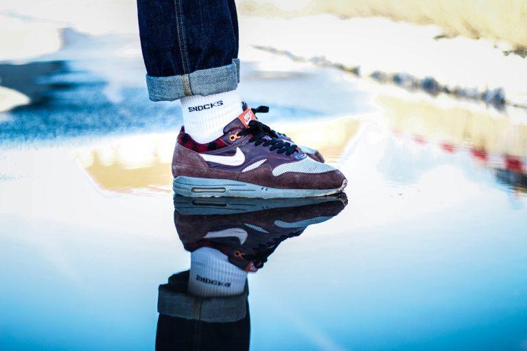 Spiegelbild des Nike Air Max 1 Lumberjack Werbefotograf Hildesheim Hannover