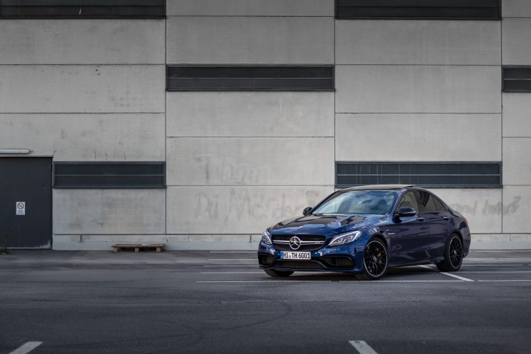 blauer Mercedes-Benz C63s AMG Automotive Fotograf Hannover