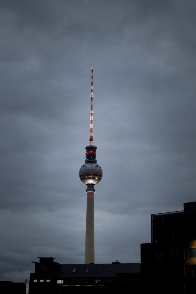 Berliner Fernsehturm in der Nacht