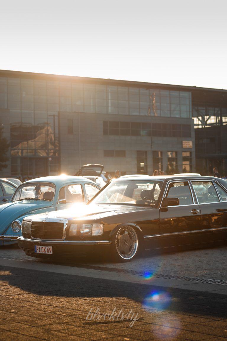 schwarzer Mercedes-Benz 560SEL Automotive Fotograf Hannover